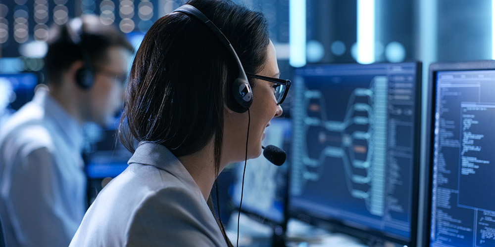 IT support operator talking to a customer on the phone